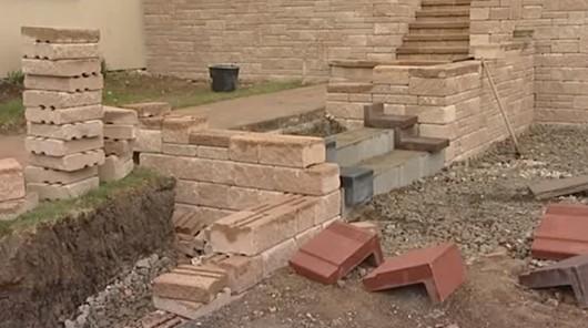 Stavba betonových schodů