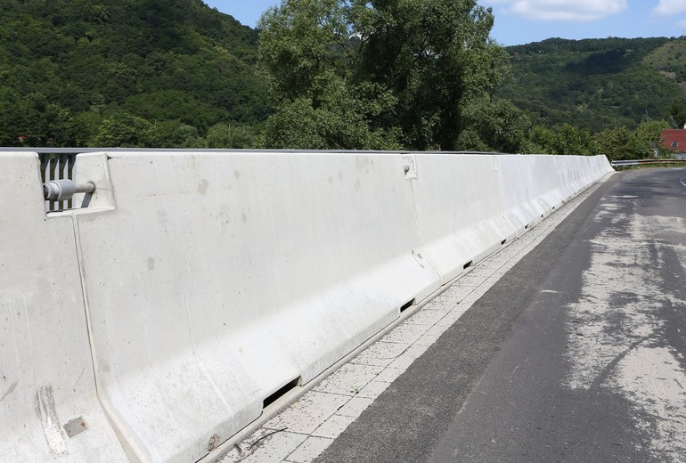 CSB - ROAD BARRIER TWO-SIDED 120