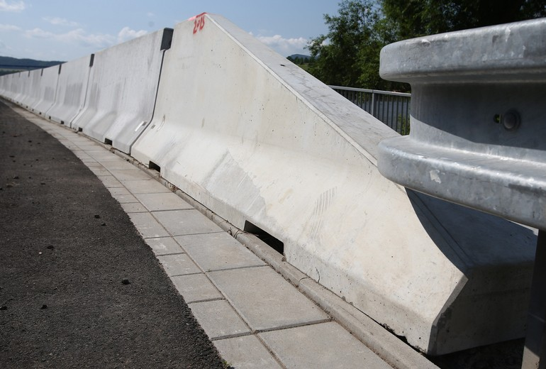 CSB - ROAD BARRIER TWO-SIDED 100
